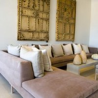 how to arrange throw pillows on a sectional sofa ehow. Black Bedroom Furniture Sets. Home Design Ideas