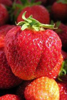 Strawberries contain vitamin C.