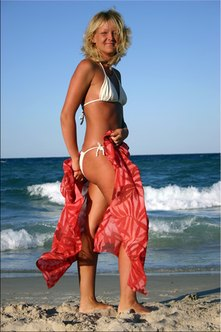 Customers can achieve healthy tans with your spray tan business.