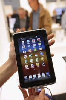 The Galaxy Tab 7 has a rechargeable internal battery.