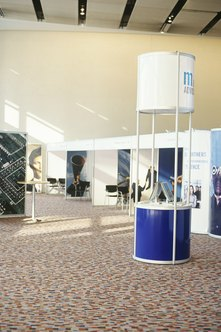 Exhibit booths must quickly attract attention.