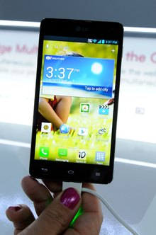 The LG Optimus offers convenient pasting of text between apps.