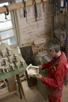 From birdhouses to jewelry, assembly jobs can be done at home.