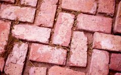 How to Make Pavers From Quikrete