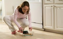 How to Clean Dirty Kitchen Floor Corners