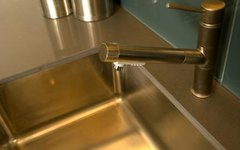 How to Use Wax on a Stainless Steel Sink