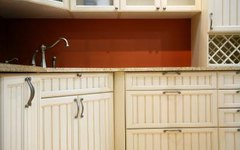 How to Glaze Over Polyurethane on Cabinets