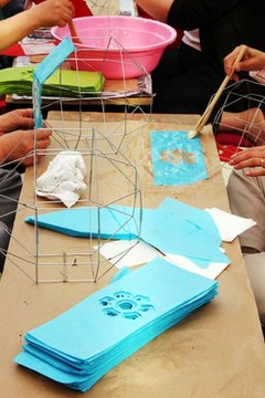 Use craft and painting materials to teach students about Da Vinci.
