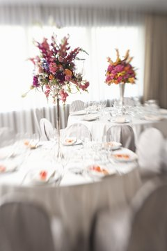 Banquet managers help with all aspects of banquet planning, from aesthetic details to planning menus.