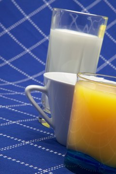 Low-fat milk and 100-percent juice are healthy, low-sodium beverages.