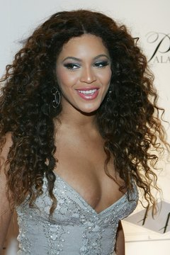 Beyonce works with her natural hair texture to create tight curls.