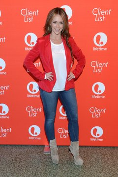 Actress Jennifer Love Hewitt goes for a relaxed, casual look with her tan boots by pairing them with jeans and a T-shirt.