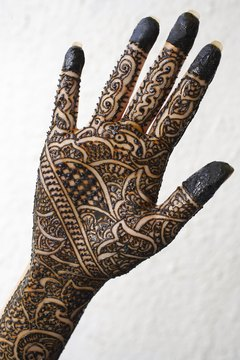 Your teen art students will enjoy designing Mehndi henna tattoos.