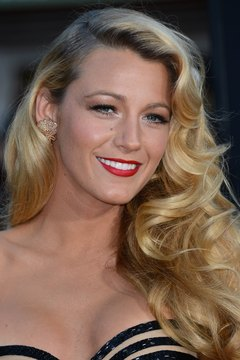 Shiny retro waves are a lovely complement to a classic gown and red lips as seen on Blake Lively.