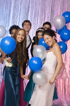 Homecoming dates can be intimate or include a group of friends having fun.