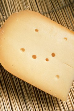 An ounce of Gouda cheese contains about 100 calories.