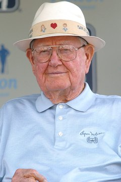 Byron Nelson, pictured here in 2005, won 11 consecutive tournaments in 1945.