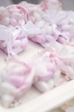 Wedding favors or giveaways should echo the theme of your wedding.
