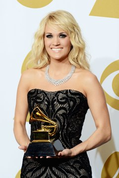 Singer Carrie Underwood's diamond necklace is a stunning fine jewelry piece.