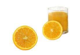 What Types of Vitamins Do Oranges Contain?