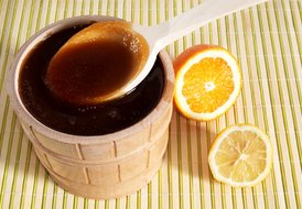 What Are the Benefits of Mixing Raw Honey & Lemon Juice?