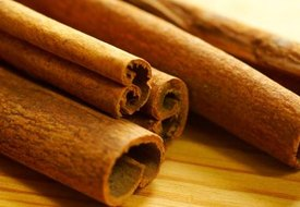 How to Use Cinnamon Oil