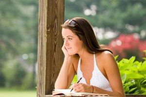 What Is a Bachelor of Arts Degree in English With a Creative Writing Concentration?