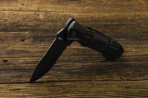 How to Close a Locked Pocketknife