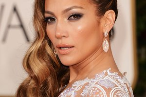 How to Get J-Lo's Dark and Smoky Eyes
