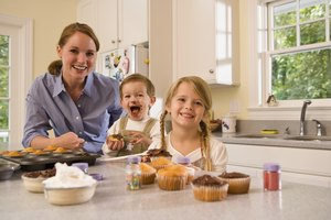 Differences Between Salt & Baking Soda for Kids