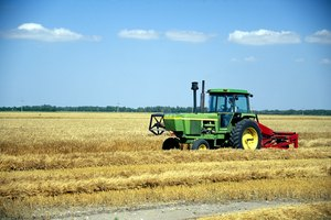 What Types of Classes Do You Have to Take in College to Become an Agricultural Engineer?