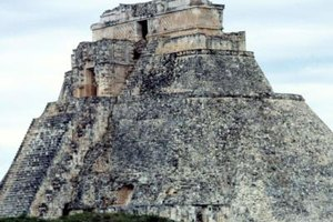 everyday life of the aztecs The aztec civilization was built upon a complex combination of olmec and mayan traditions, but during the 14th, 15th, and early-16th centuries, the mexica.
