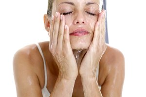 How to Keep My Skin Clear If It Is Oily