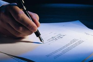 Stockholders can sign contracts if authorized by the board.