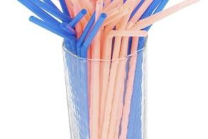 Straws can be used to make seasonal decorative wreaths and door decorations.