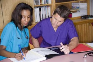 Radiology RN training includes learning how to use diagnostic imaging technology.