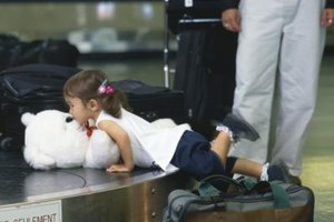 There are no federal restrictions on minors traveling alone.