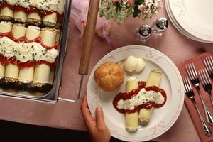 How to Prepare Food for a Funeral Reception