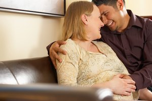 How Can Women Help Their Husbands Deal With Pregnancy?