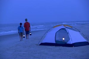 Campamento con carpas en Port Aransas, Texas.