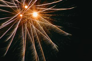 How to Make Fragments & Fireworks on GIMP