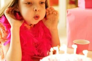 Create a special cake for her 4th birthday bash.