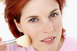 How to Get a Pale Complexion With Pink Cheeks