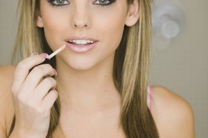 How to Make Nude Lipgloss With Foundation