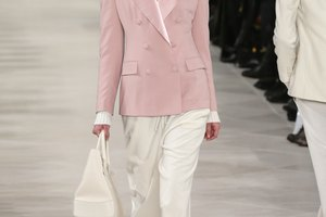 What Can I Wear With a Dusty Rose Blazer?