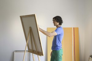 What Is the Difference in a Fine Arts Degree & an Art Degree?
