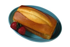 Pound cakes use basic ingredients to create a dessert that appeals to most appetites.