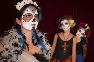 How to Throw a Dia de los Muertos Party