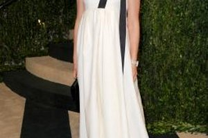 Natalie Portman's empire waist gown is a fitting option for pear-shaped figures.