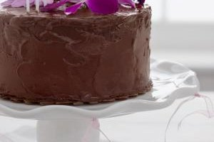 Allow the frosting to harden completely before slicing the cake.